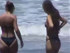 Spying Mom & not daughter Bikini Round Ass Beach Voyeur