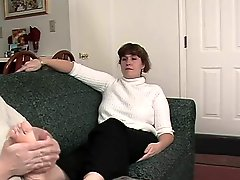 Milf like cumming all over the toes