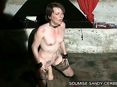 French slave soumise sandy big dildo fisting
