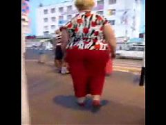 Plump Sexy Mature ass in red pants! Amateur!
