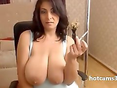 Big Natural Tits webcamshow