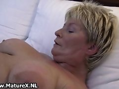 Fat old lady spreads her pussy and fucks herself with h