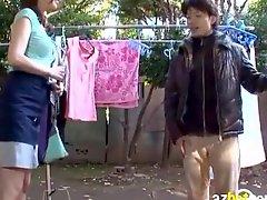 AzHotPorn com Japanese MILFs Bra is So Loose