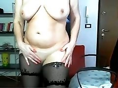 Hot mature woman naked on cam